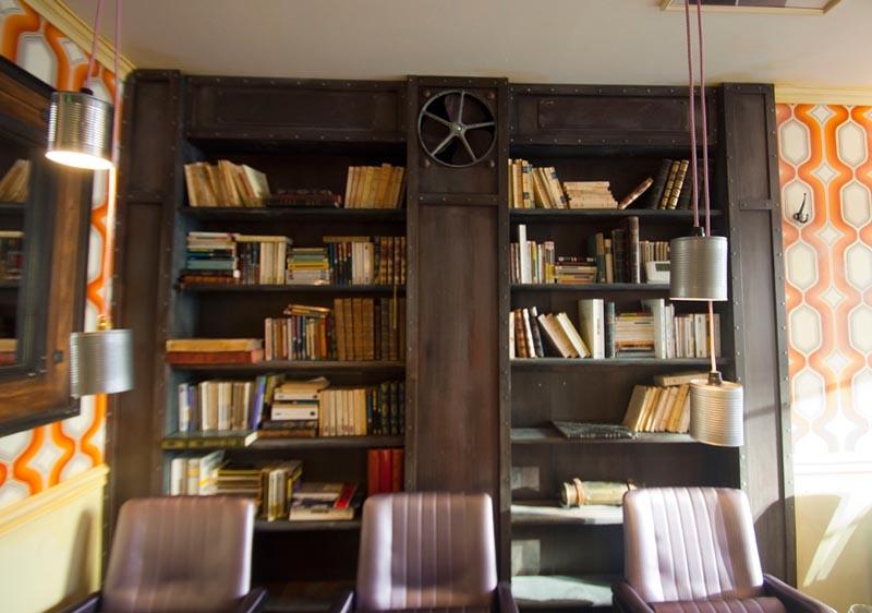 d coration biblioth que industrielle. Black Bedroom Furniture Sets. Home Design Ideas